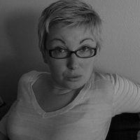 Naomi-dunsford-ittybiz-portrait-bw