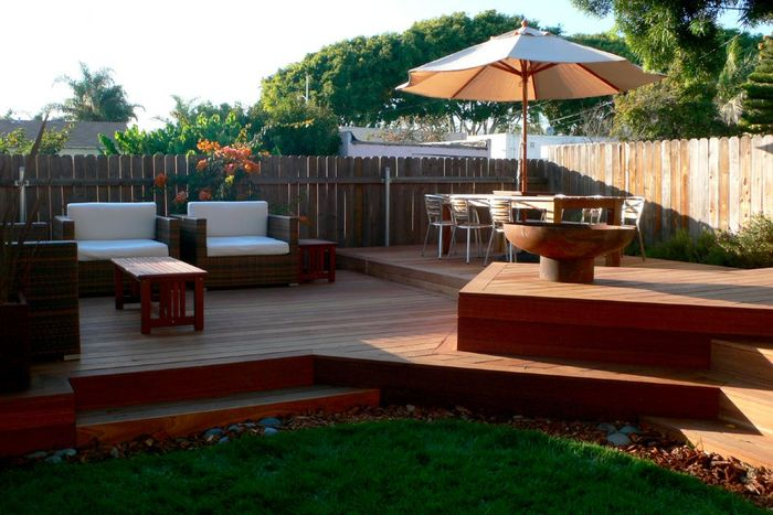 Modern Deck with Font O' Fire Firebowl