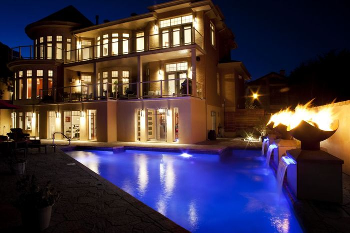 luxury fire features for pool