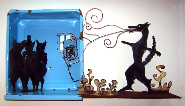3 little Pigs steel sculpture